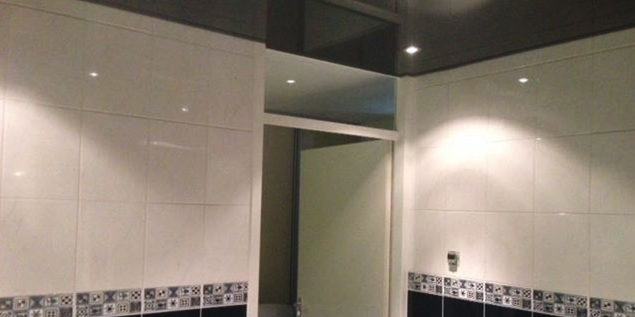 Hoogglans zwart plafond - Plafond geverfd zwart ...
